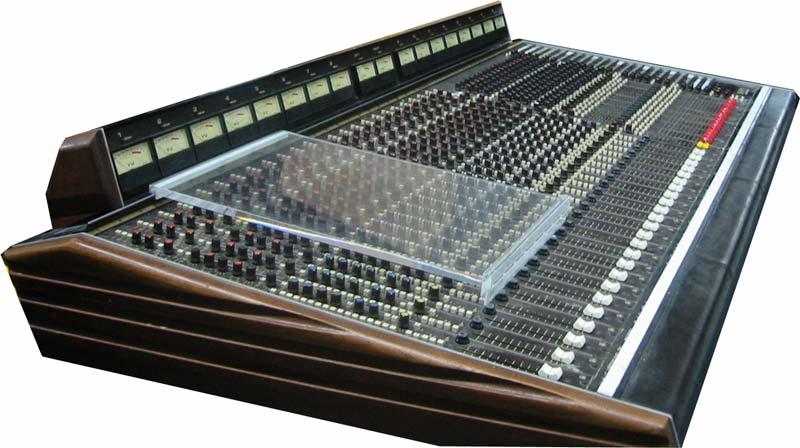 le studio mobile soundcraft 1624 console for sale. Black Bedroom Furniture Sets. Home Design Ideas